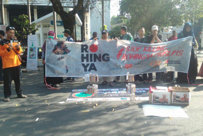 Relawan Rumah Zakat Solo gelar aksi solidaritas untuk Rohingya
