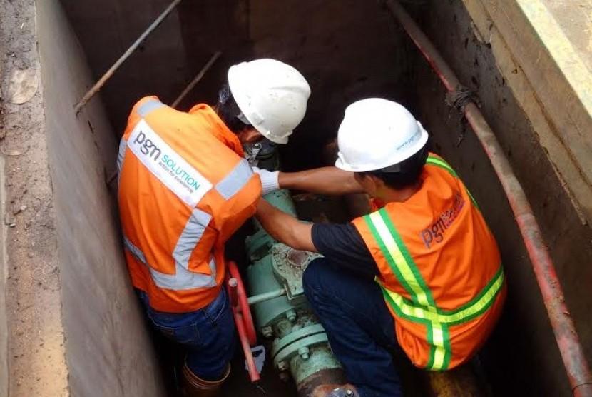 Relokasi pipa gas PGN di Palembang.