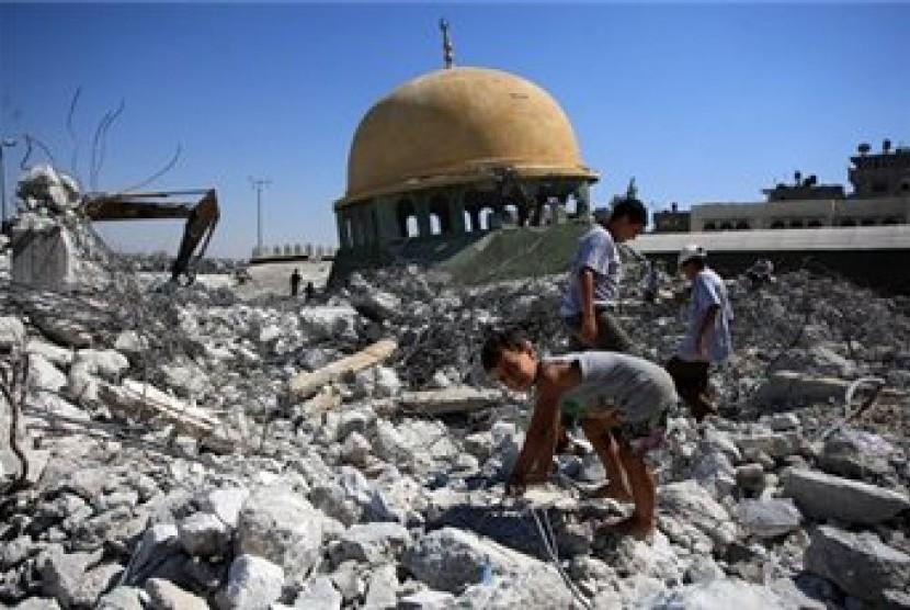 Reruntuhan Masjid di Gaza yang hancur akibat agresi Israel