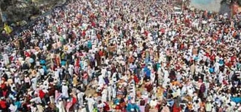 Ribuan Anggota Jamaah Tabligh saat menghadiri sebuah pertemuan tahunan (ilustrasi).