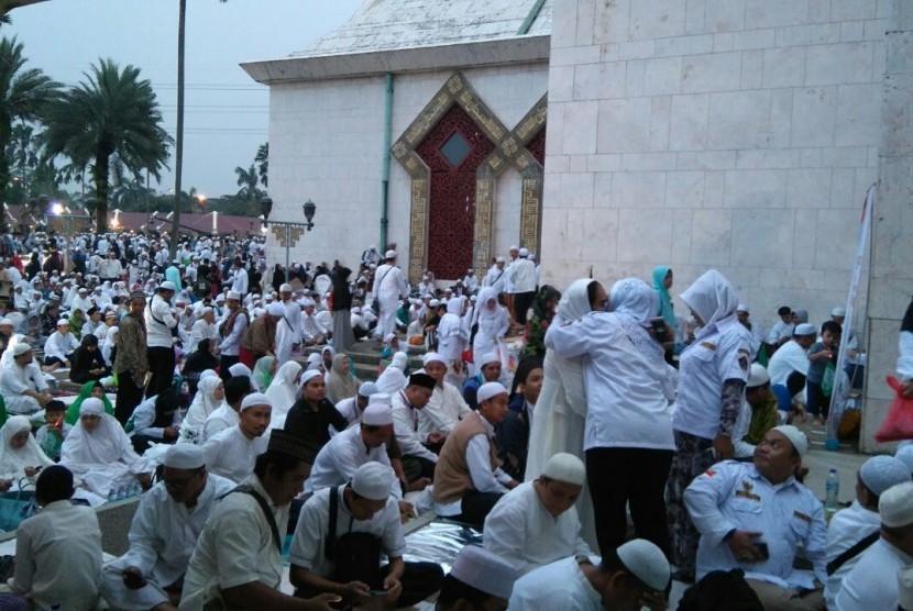 Ribuan jemaah telah memadati Masjid At-Tin dalam Dzikir Akbar, Sabtu (11/3).