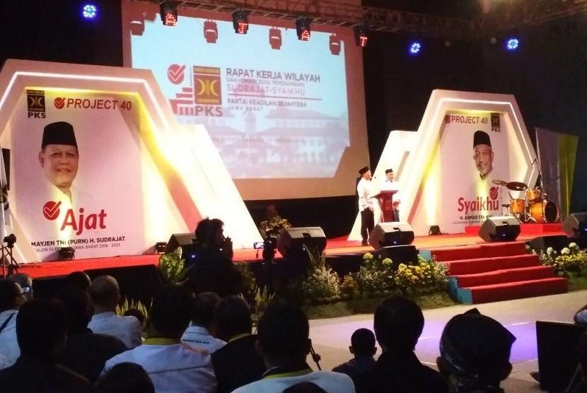 Ribuan kader Partai Keadilan Sejahtera (PKS), hadiri rapat kerja pemenangan wilayah (Rakerwil)  Dewan Pengurus Wilayah (DPW) PKS Provinsi Jawa Barat di Gedung Sabuga Kota Bandung, Ahad (14/1).