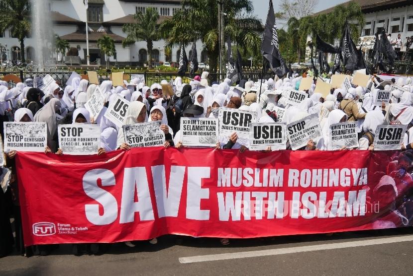 Ribuan massa terdiri ormas Islam dan komunitas menggelar aksi solidaritas terkait tragedi kemanusiaan etnis Rohingya (Ilustrasi)