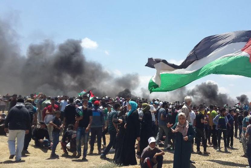 Ribuan warga Palestina memprotes pemindahan Kedubes AS di Yerusalem.