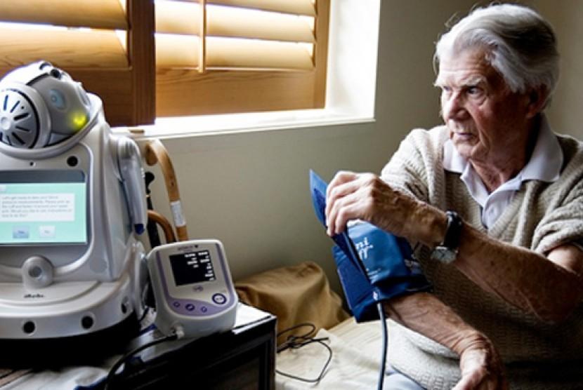 Robot bantu manusia lanjut usia (Manula) tetap mandiri.
