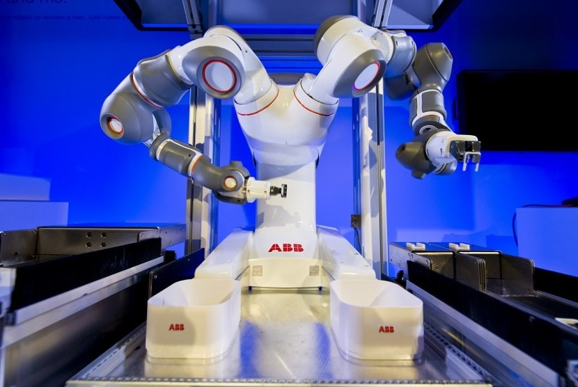 Robot YuMi yang didesain mirip manusia.