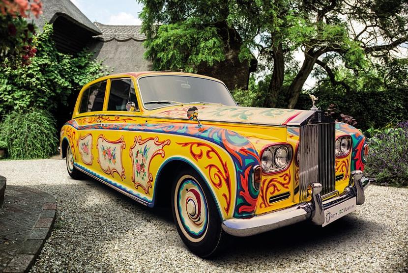 Rolls Royce Phantom V bergaya psikedelik ala John Lennon