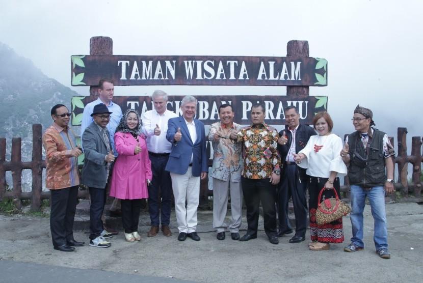 Rombongan delegasi Senat Polandia berkunjung ke Tangkuban Perahu, Rabu (5/10).