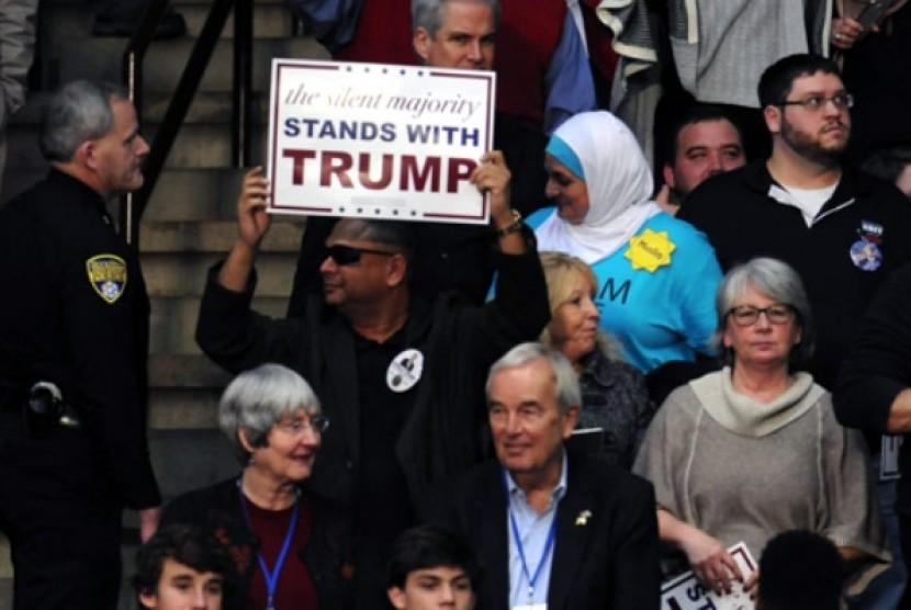 Rose Hamid saat diusir petugas keamanan saat menghadiri Kampanye Trump.