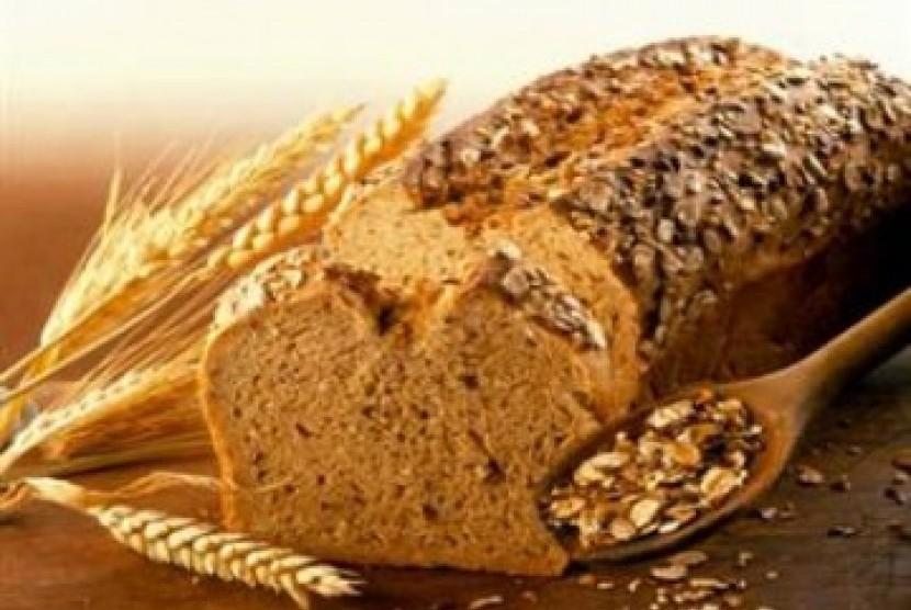 Roti gandum banyak mengandung serat