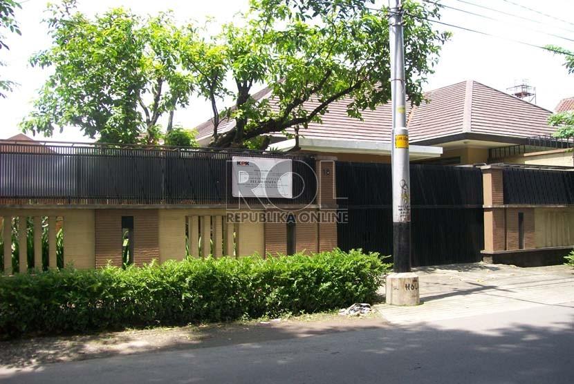 Rumah mewah yang disita KPK milik Irjen Pol Djoko Susilo di Jl. Sam Ratulangi 16, Manahan, Banjarsari, Solo, Kamis (14/2).   (Republika/Edy Setiyoko)