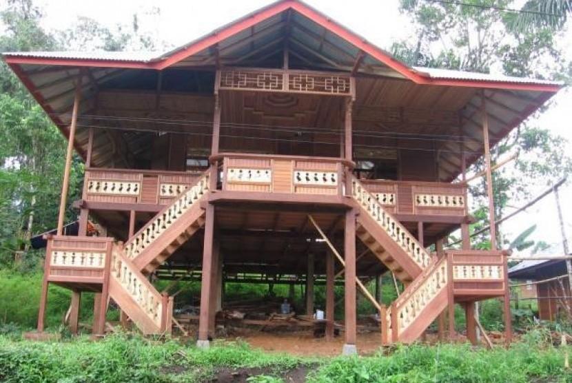 Rumah panggung woloan