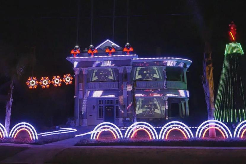 Rumah Ini Dipasangi 15 Ribu Lampu Bertema Star Wars