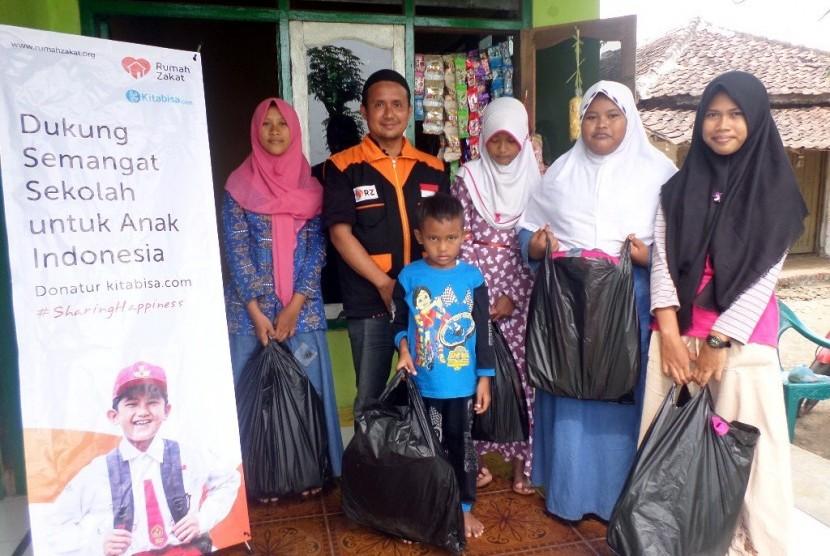 Rumah Zakat Bagikan 687 Paket Perlengkapan Sekolah
