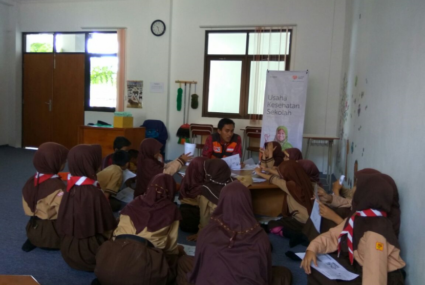 Rumah Zakat bersama Cita Sehat menggelar sosialisasi campak dan rubella kepada para dokter kecil (dokcil) yang ada di SD Juara Bandung.
