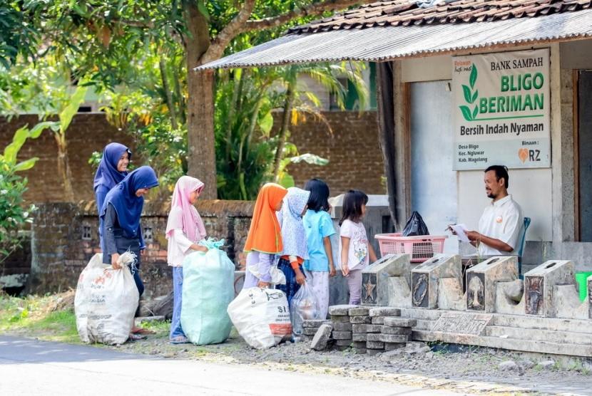 Rumah Zakat Inisiasi Bank Sampah untuk Desa Wisata Bligo