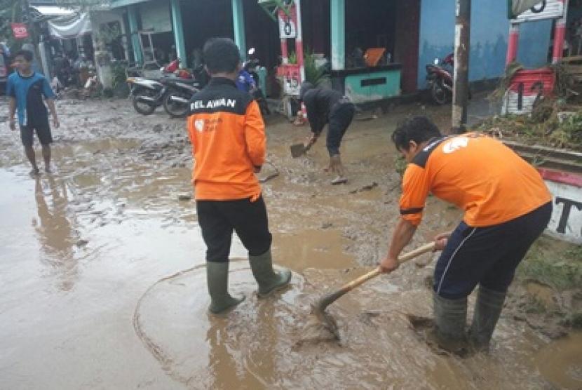Rumah Zakat membantu korban banjir di Yogyakarta.