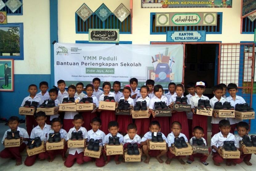 Rumah Zakat (RZ) bersama Yayasan masyarakat Muslim PT. Freeport indonesia menyalurkan perlengkapan sekolah berupa sepatu dan kaos kaki sebanyak 328 pasang  di SDN Cubo,  Gampong Cubo, Kecamatan Bandar Baru dan SDN Peudeuk Tunong, Gampong Deah temanah kec.