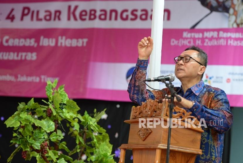 Safari Kebangsaan. Ketua MPR RI Zulkifli Hasan memberikan paparan kenegaraan saat Safari Kebangsaan di Rutan Klas II A Pondok Bambu, Jakarta, Jumat (27/5).