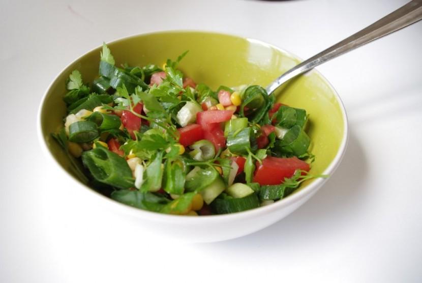 Salad sayur, makanan vegetarian.