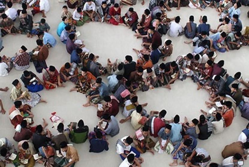 Salah satu kegiatan jamaah masjid