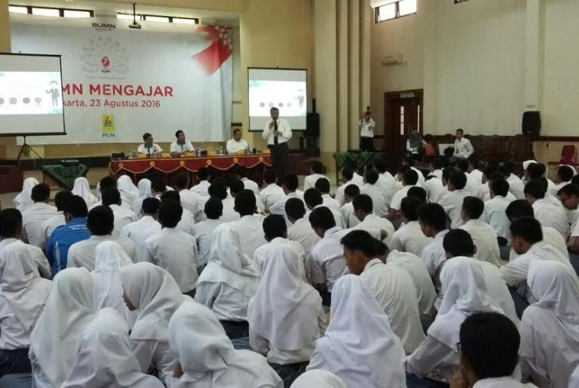 Salah satu kegiatan PLN mengajar di Jakarta