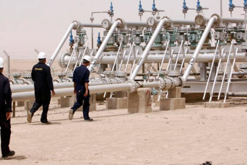 Salah satu ladang minyak di Irak.