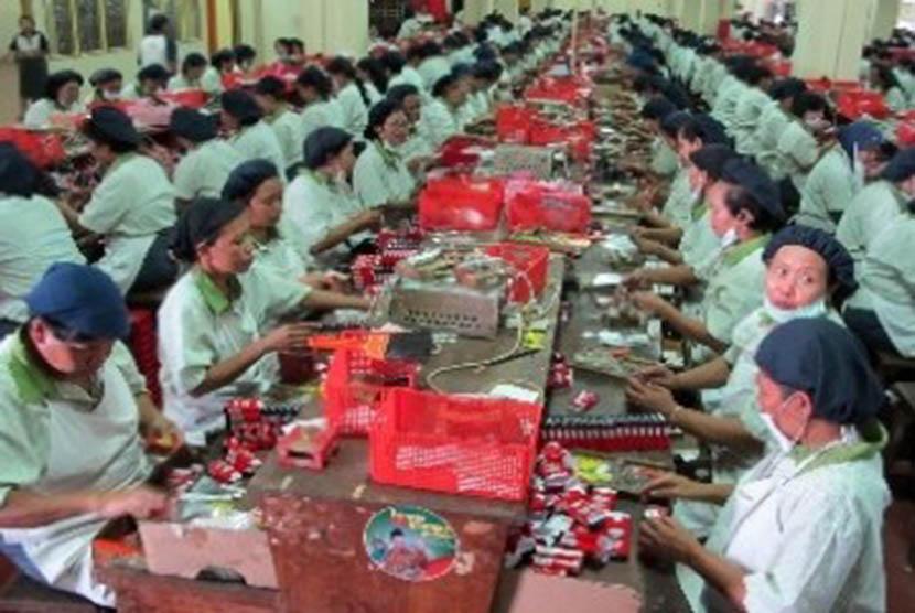 Salah satu pabrik rokok di Jawa Timur.