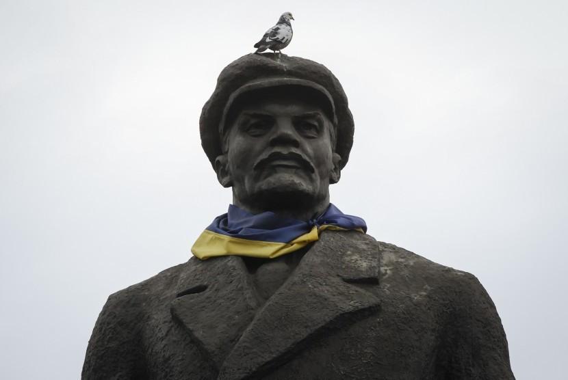 Salah satu patung Lenin di Ukraina.