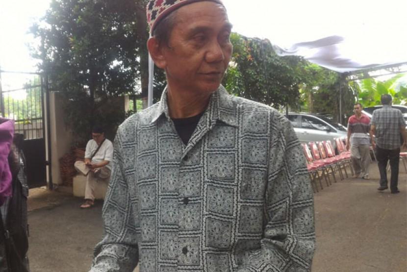 Salah seorang keponakan AM Fatwa, Andi Agung Baso di rumah duka, Jalan Condet, Pejaten, Jaksel, Kamis (14/12)