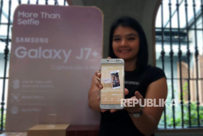 Samsung Galaxy J7+ Ponsel Milenials Berkamera Ganda