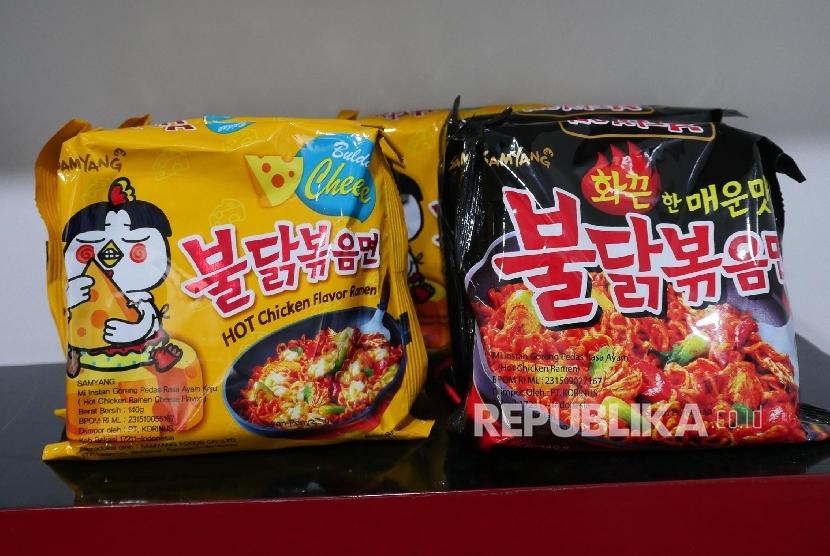 Samyang Mie Instan Goreng Pedas Rasa Ayam Keju dan Samyang Mie Instan Goreng Pedas Rasa Ayam, yang diimpor PT Korinus diklaim oleh perusahaan tersebut adalah Halal.