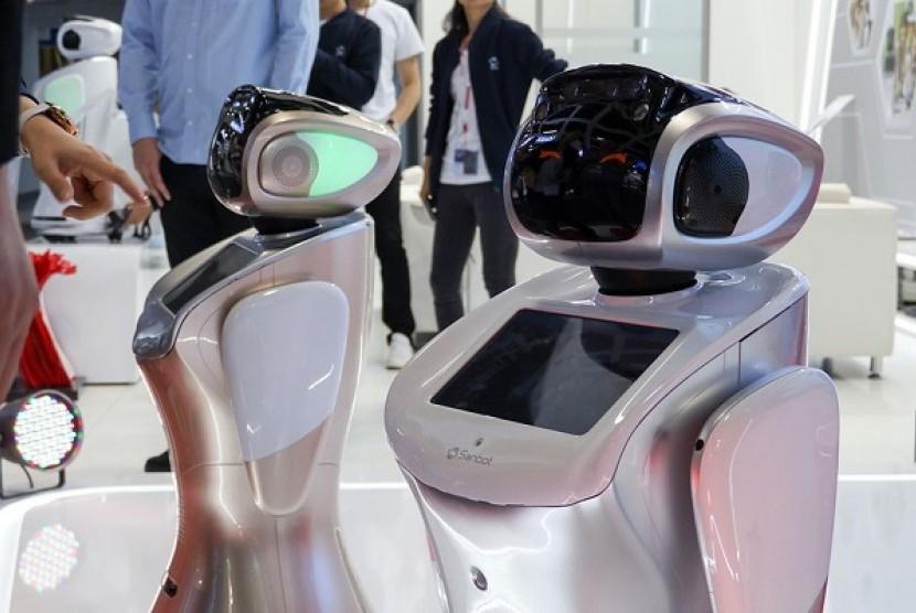 Sanbot si robot yang bisa terjemahkan 28 bahasa.