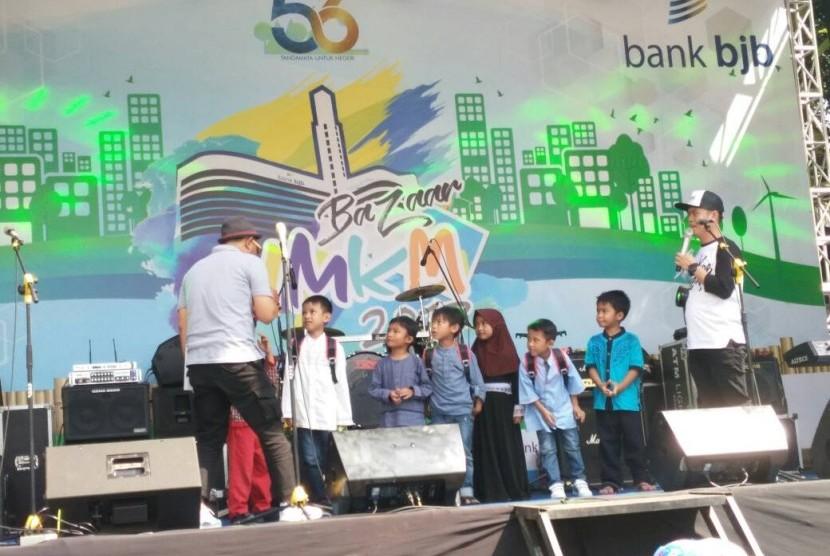 Santunan untuk anak yatim menjadi bagian rangkaian peringatan HUT ke 56 Bank BJB di Kota Bandung.