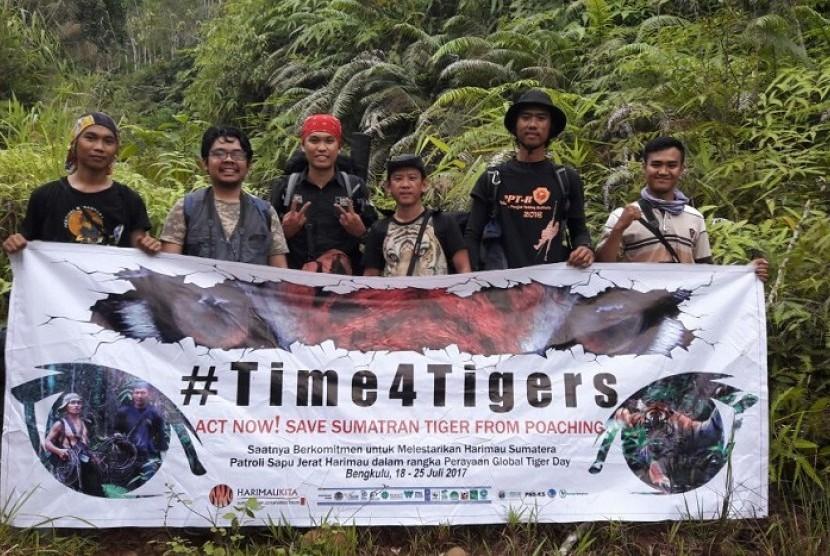 Satu dari enam tim yang melakukan kegiatan sapu jerat di kantong habitat harimau sumatera, Bengkulu.