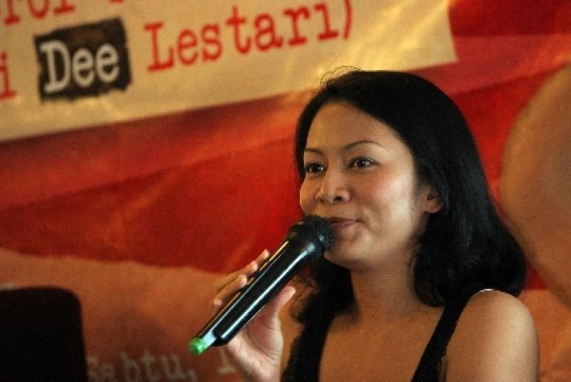 'Jeritan' Tere Liye dan Dee Lestari Masih Langkah Awal