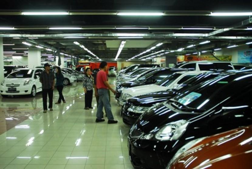 Sebuah showroom mobil di Jakarta