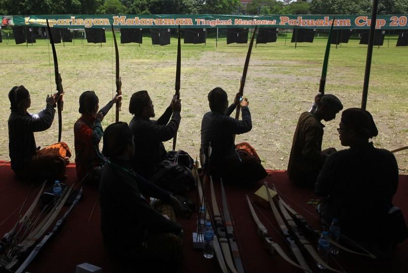 Jemparingan atau panahan tradisional gaya Mataram.