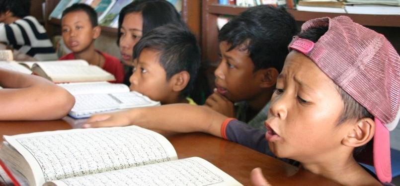 Sejumlah anak jalanan di Rumah Singga Yayasan Anur Muhiyyam Jl Bukit . - sejumlah-anak-jalanan-di-rumah-singga-yayasan-anur-muhiyyam-_110804153101-336