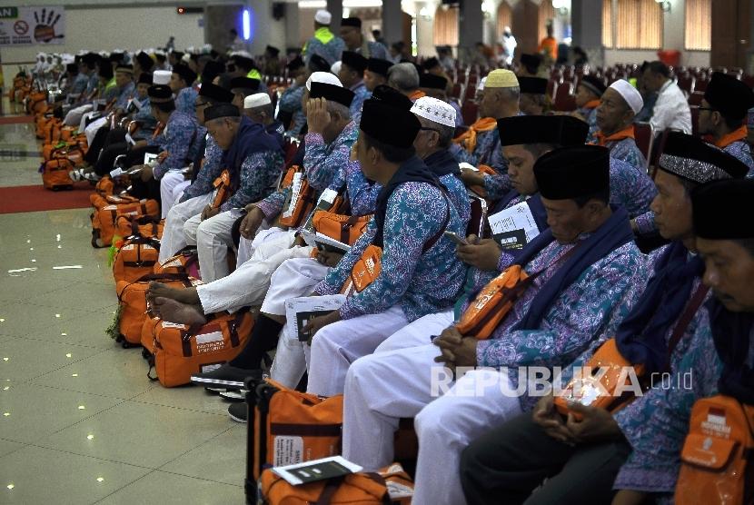 Hajj pilgrims at Pondok Gede Hajj Dormitory, Jakarta.