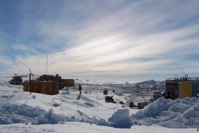 Sejumlah ilmuwan yang melakukan pengeboran di Danau Vostok di Antartika