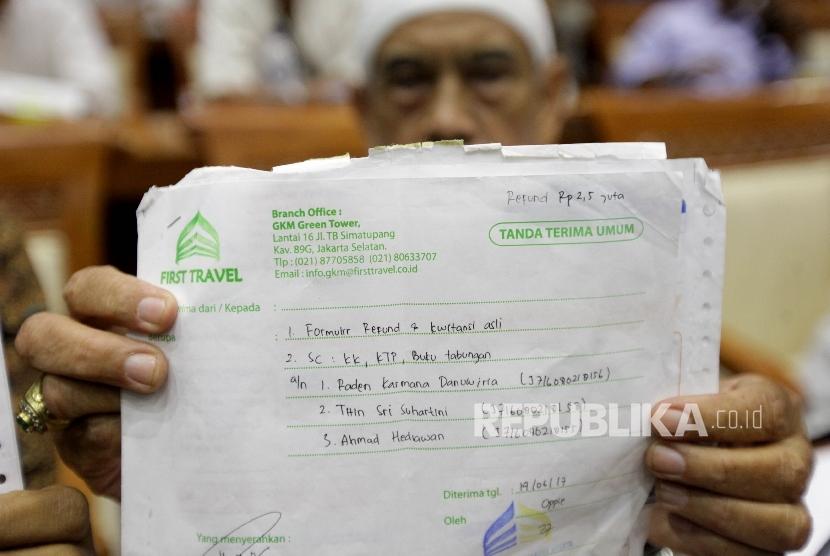 Sejumlah korban kasus penipuan dana Umroh First Travel melakukan audiensi kepada perwakilan Komisi VIII dan Fraksi PPP di Kompleks Parlemen, Jakarta, Jumat (18/8).