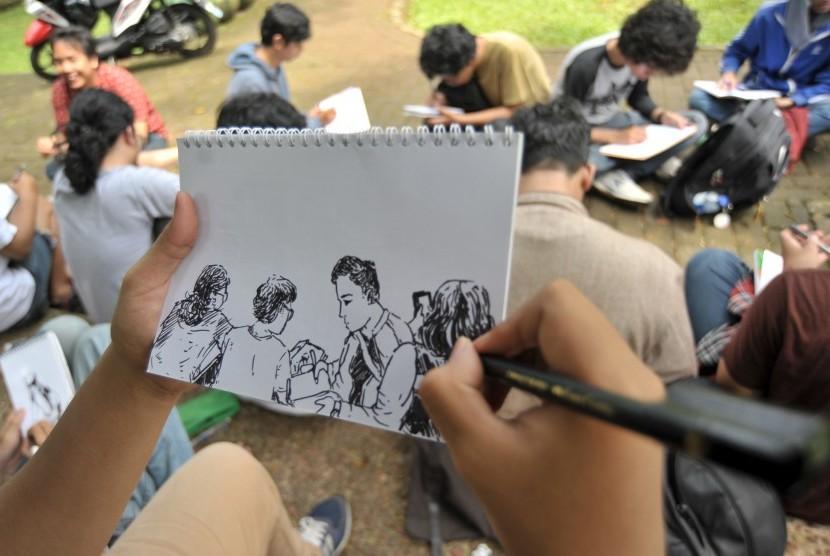 Sejumlah kreator komik dan kartunis muda menggelar kegiatan menggambar di taman di Taman Tebet, Jakarta Selatan, Minggu (23/4).