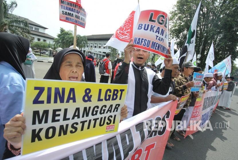 Demo menolak lesbian, gay, biseksual, dan transgender (LGBT). (ilustrasi)