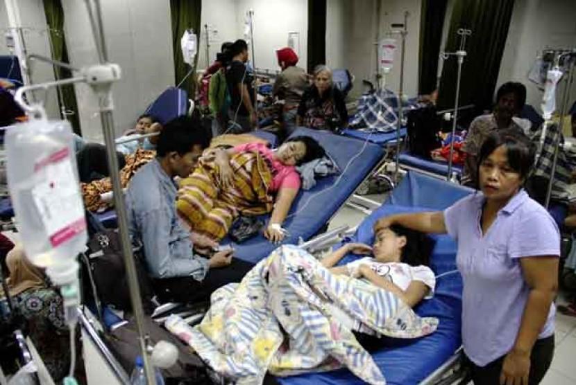 Sejumlah pasien menjalani perawatan di Rumah Sakit.  (ilustrasi)