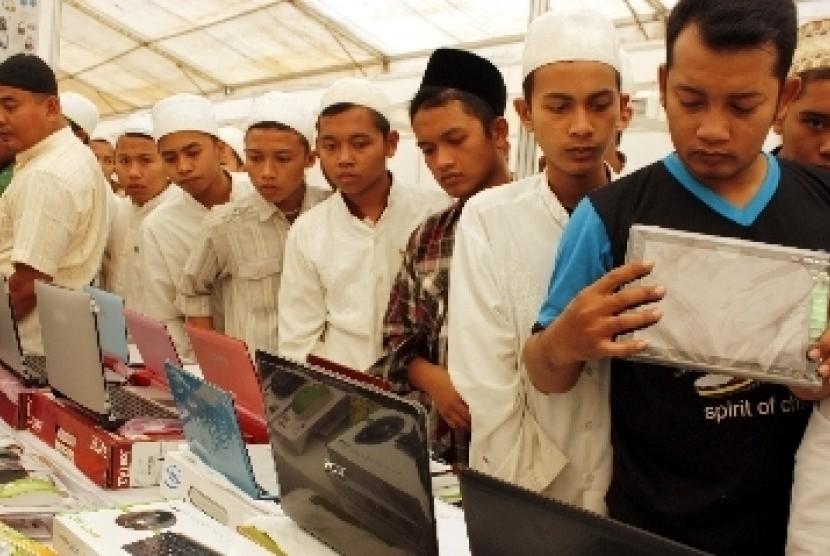 Sejumlah santri di Pondok Pesantren Sidogiri, Pasuruan, Jawa Timur.