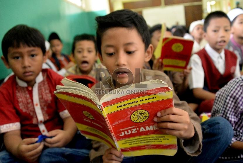 Pelajar Muslim Diwajibkan Ikut Pesantren Kilat