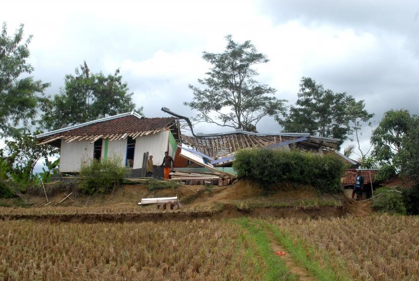 Bencana pergerakan tanah di Cianjur. (ilustrasi)