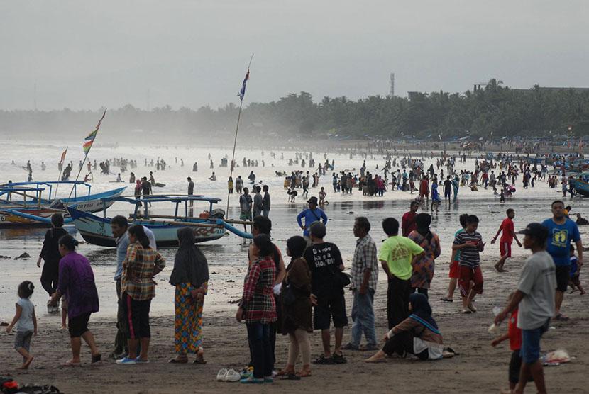 Pemkab Pangandaran Pastikan Wisata Aman Usai Banjir