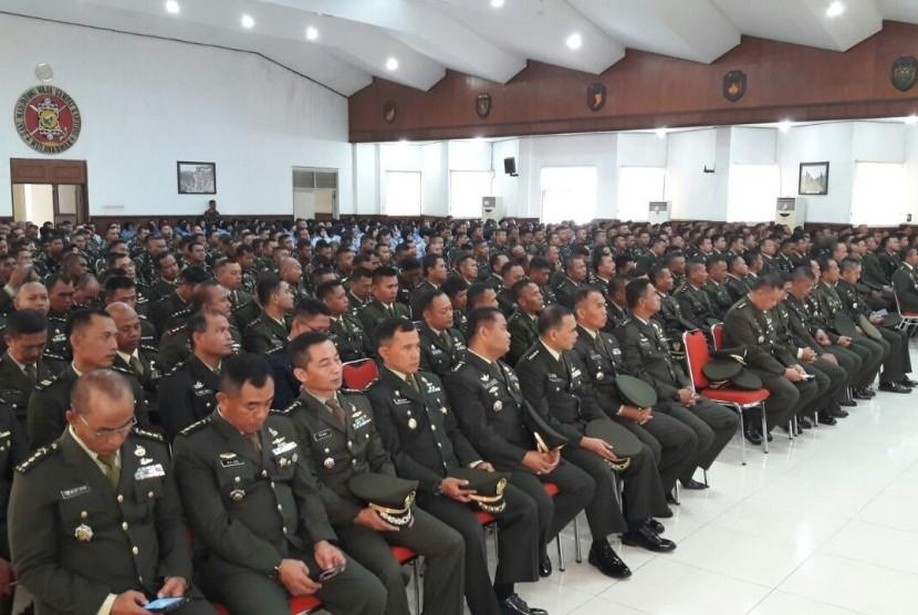 Sekitar 1470 tentara dan pegawai di lingkungan Kodam VI/Mulawarman mendapatkan pelatihan cara berpikir supra rasional dari Presiden Direktur Klinik Pendidikan MIPA (KMP) Raden Ridwan Hasan Saputra, Ahad (1/10).
